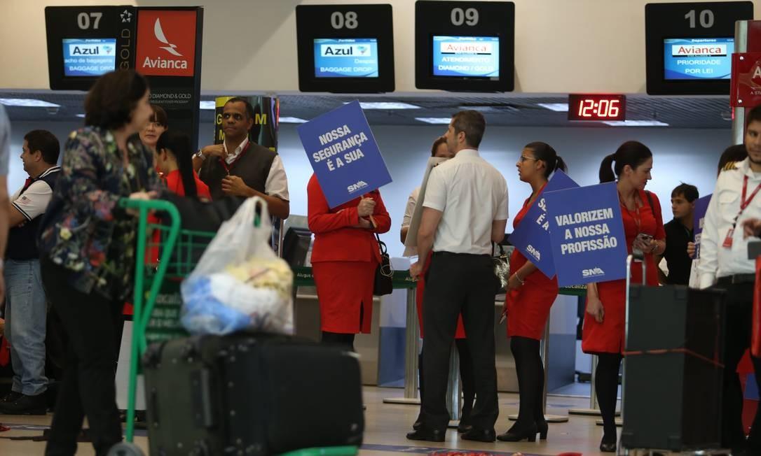 Paralisação dos funcionários da Avianca no aeroporto Santos Dumont, no Rio Foto: Pedro Teixeira / Pedro Teixeira/17-5-2019