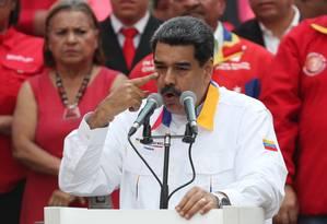 O presidente da Venezuela, Nicolás Maduro, discurso durante ato nesta segunda o Palácio de Miraflores: plano parece ser de confrontar eleitoralmente o chavismo e sua oposição Foto: IVAN ALVARADO/REUTERS