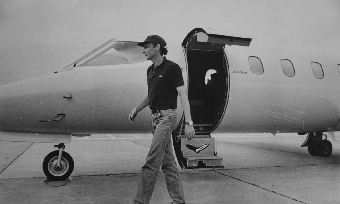 Arquivo, 05/02/1985, o piloto de Fórmula 1 Niki Lauda chega ao Rio pilotando seu avião Foto: Jorge Peter / AOG