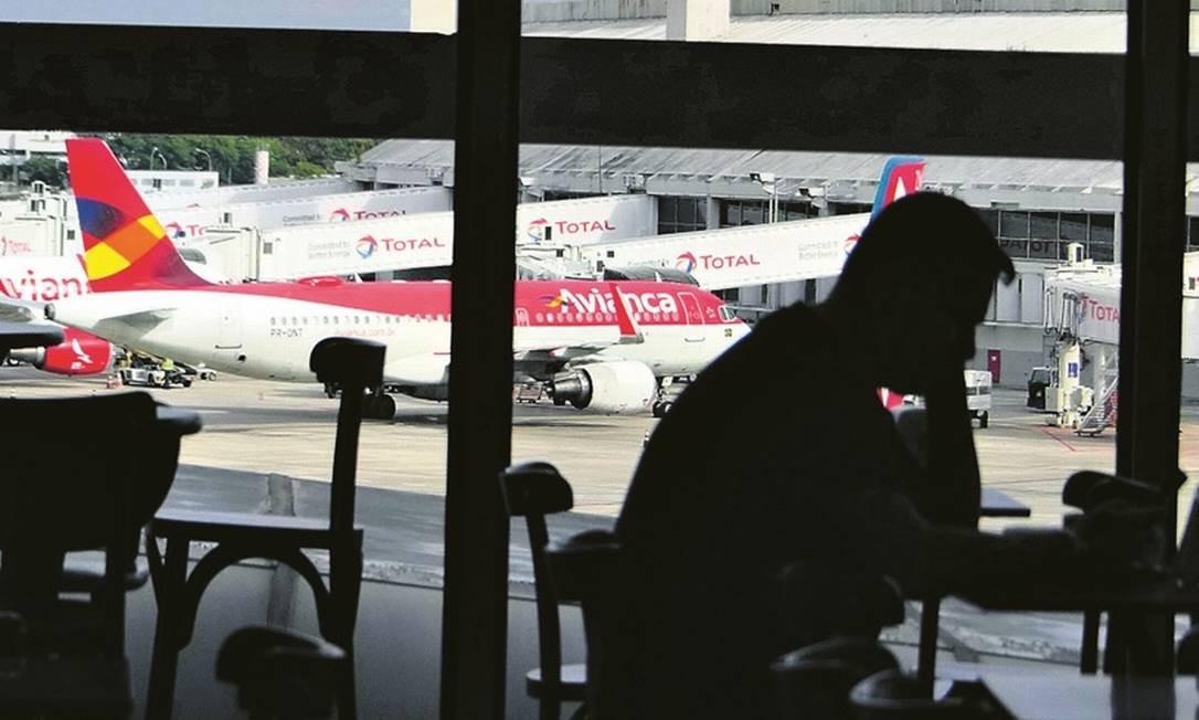 Número de passageiros caiu de 880 mil para 599 mil no período Foto: Marcelo Carnaval - Agência O Globo