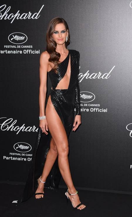 Na festa da Chopard, em Cannes, só se falou do look de Izabel Goulart, que revelava a marquinha de biquíni da top Foto: George Pimentel / WireImage