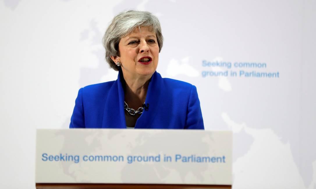O primeira-ministra do Reino Unido, Theresa May, apresenta sua nova proposta para conseguir que o Parlamento aprove acordo para saída do país da União Europeia: possibilidade de segundo referendo é a chave Foto: Kirsty Wigglesworth/REUTERS
