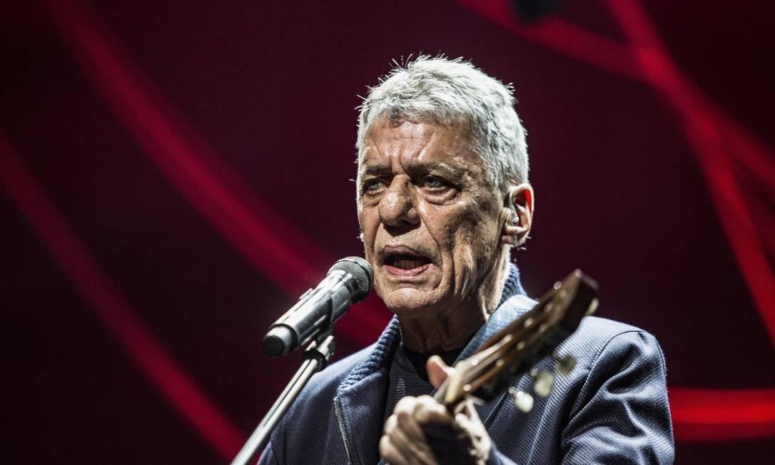 Chico Buraque em cena Foto: Ana Branco / Agência O Globo