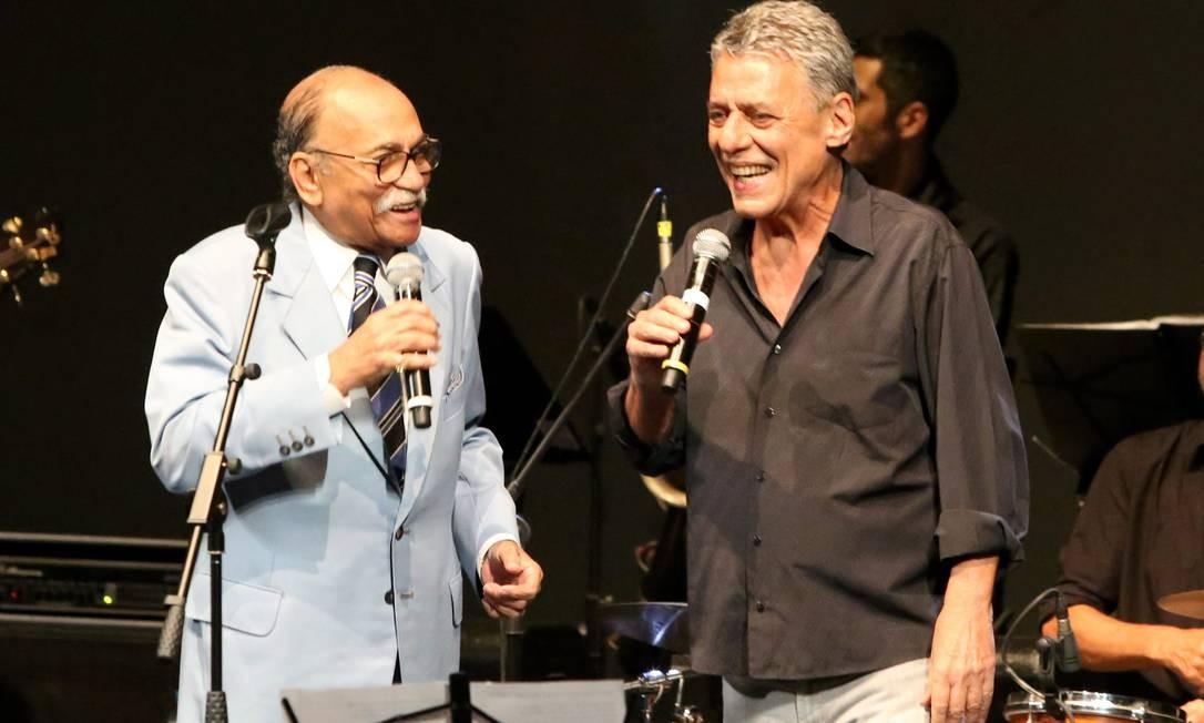 """Chico participa do show """"Ô Sorte - Wilson das Neves 80 anos"""", em 2016 Foto: Marcos Ramos / Agência O Globo"""