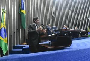 O senador Randolfe Rodrigues (Rede-AP) discursa na tribuna do Senado Foto: Marcos Oliveira/Agência Senado