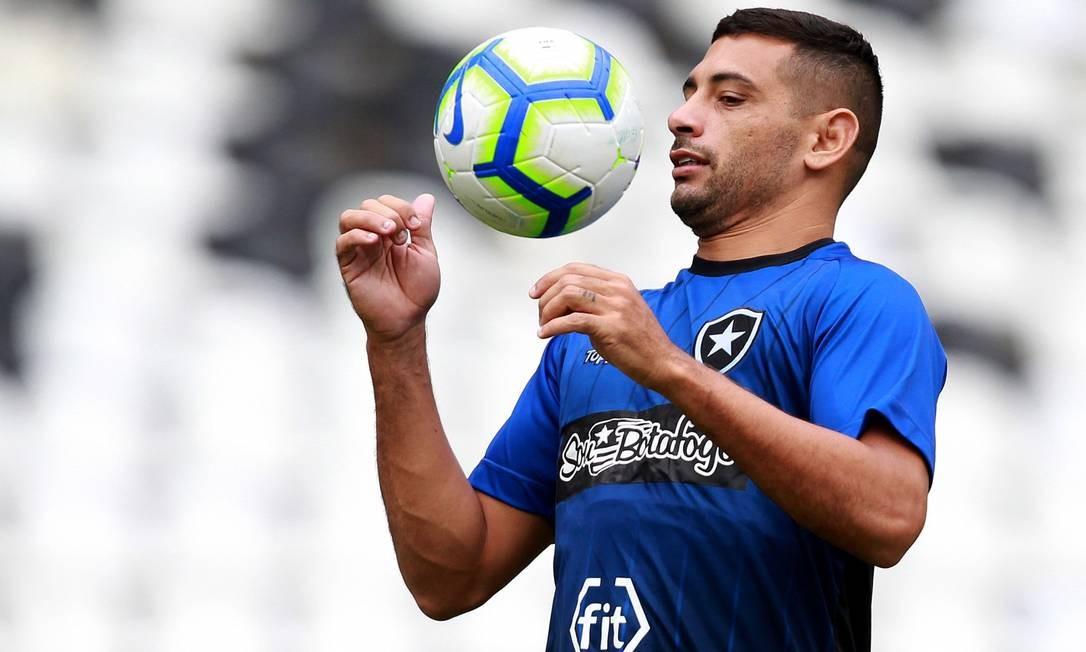 De volta. Após susto contra o Goiás, Diego Souza está confirmado no Botafogo pela Copa Sul-Americana Foto: Vitor Silva/SSPress/Botafogo