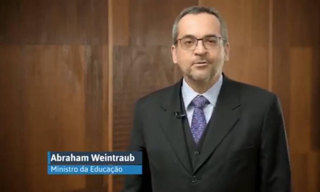 Ministro gravou vídeo para 'ajudar' a combater fake news sobre o MEC Foto: Reprodução/ Twitter