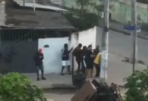 Os homens armados na Cidade de Deus Foto: Reprodução de vídeo