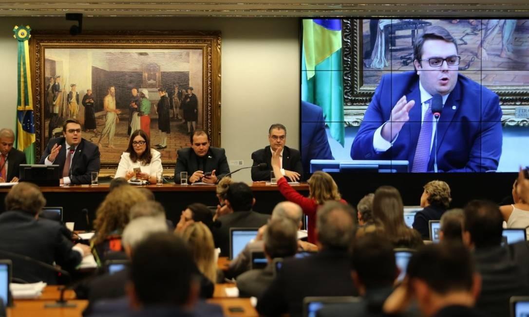 Sessão da CCJ: comissão pretende votar proposta de reforma tributária nesta quarta Foto: / Jorge William - Agência O Globo
