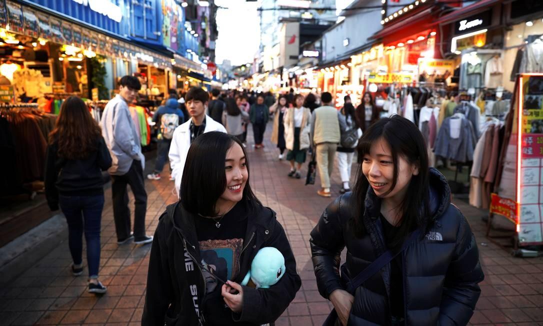 """""""É difícil"""", disse Hasumi em japonês. """"Eu posso ser criticado por ser japonesa, mas quero estar em um palco e mostrar para os sul-coreanos que japonês pode fazer tão bem quanto eles"""" Foto: Kim Hong-Ji / REUTERS"""