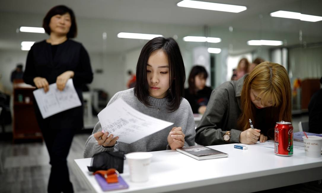 Ela, que tem 17 anos e cursava o ensino médio no Japão, ingressou na Acopia School, em Seul, uma escola preparatória que oferecia aos jovens japoneses uma chance pelo estrelato K-pop Foto: Kim Hong-Ji / REUTERS