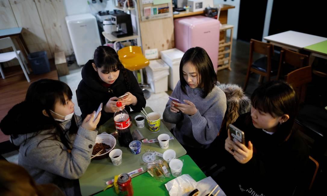 O afluxo de talentos japoneses está remodelando a indústria do K-pop. Para escolas e agências, o mercado de música do Japão - o segundo maior depois dos Estados Unidos e maior que a China - é um grande prêmio e muitos estão em uma campanha para recrutar talentos japoneses Foto: Kim Hong-Ji / REUTERS