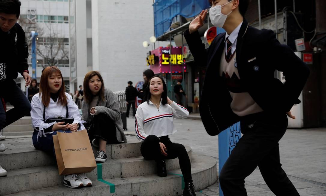"""Ela é uma entre milhões de outras aspirantes a K-pop, da Coréia do Sul e do exterior, que tentam obter uma chance de audições super competitivas de grandes agências de talentos que irão aceitar apenas alguns poucos como """"estagiários"""". Foto: Kim Hong-Ji / REUTERS"""
