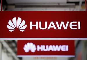 Logo da Huawei em uma loja de celulares em Cingapura Foto: EDGAR SU / REUTERS