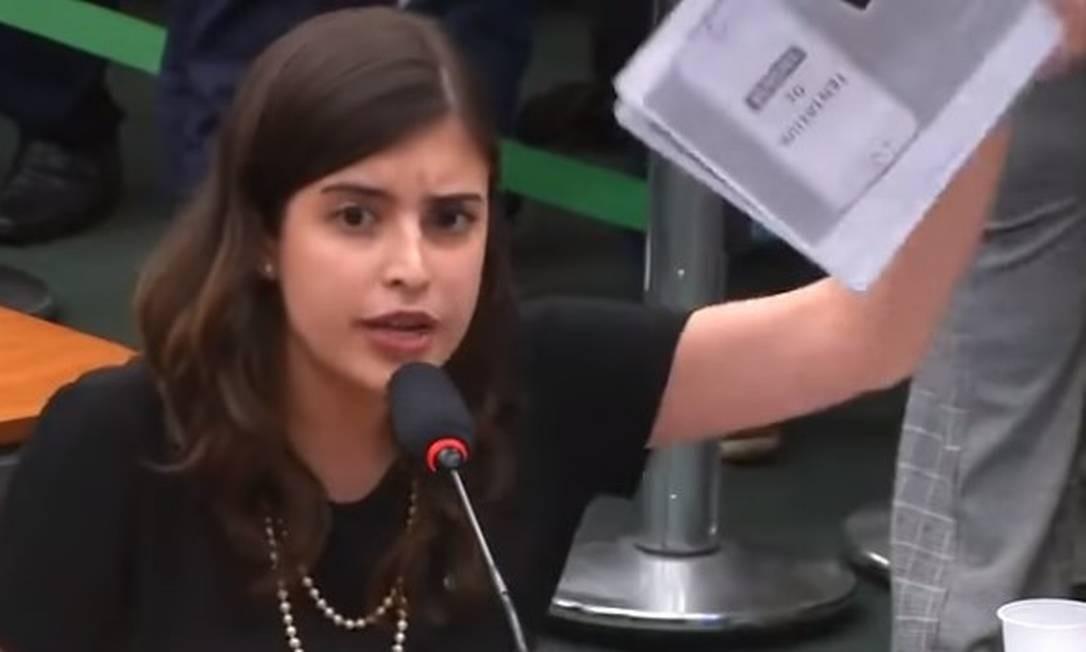 Deputada Tábata Amaral (PDT-SP) mostra papéis distribuídos por ministro Foto: Reprodução