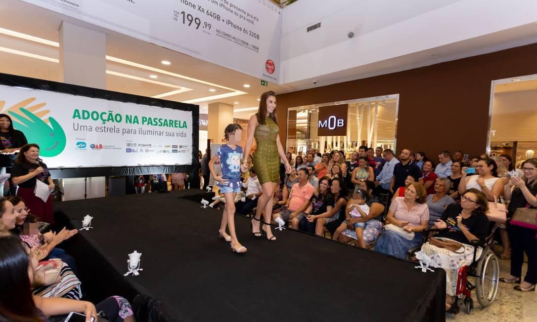 """Crianças participam do """"Adoção na Passarela"""", em que são apresentados como """"candidatos"""" a famílias Foto: Divulgação / Divulgação"""