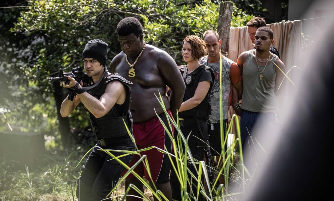 Cena do set de filmagens de 'Alemão 2', com Gabriel Leone, Leandra Leal e Vladimir Brichta Foto: LAURA SIERVI / Divulgação