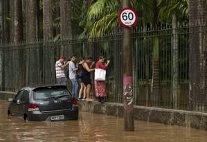 Rua Jardim Botanico sofre com as enchentes. 09/04/2019 Foto: Leo Martins / Agência O Globo