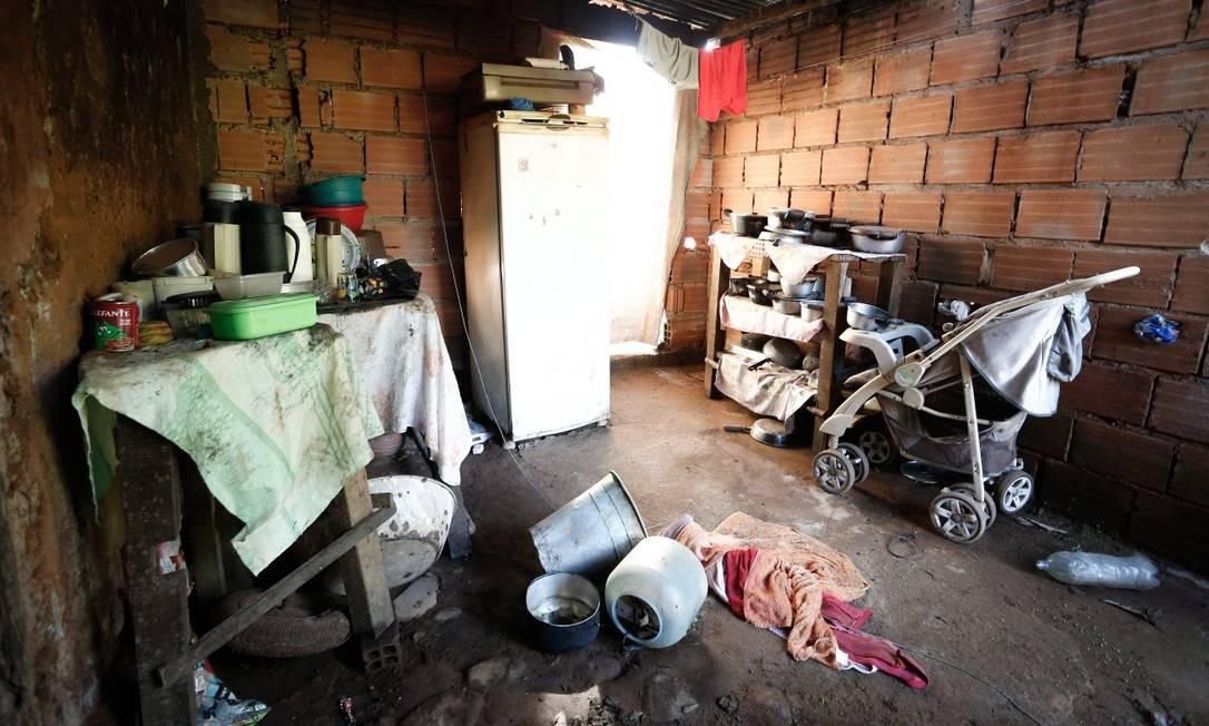 Casa com sinais de abandono depois de quase quatro meses sem moradores Foto: Pablo Jacob / Agência O Globo