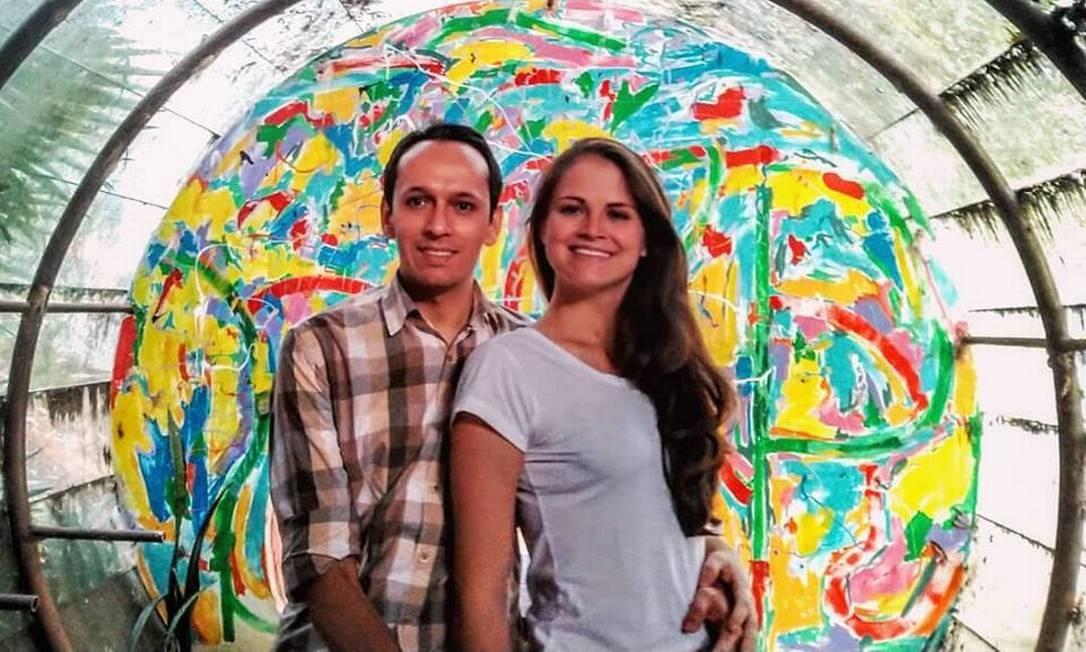 Jonathan e Adriana fazem parte do grupo de seis brasileiros que morreu em apartamento alugado no Chile Foto: Reprodução/Facebook