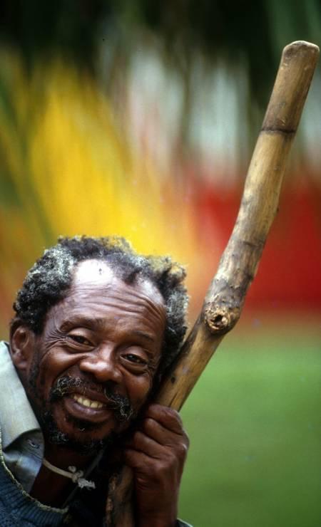 """Grande Otelo no Jardim de Alah / """"PARATODOS"""" - O meu pai era paulista / Meu avô, pernambucano / O meu bisavô, mineiro / Meu tataravô, baiano / Vou na estrada há muitos anos / Sou um artista brasileiro Foto: Custódio Coimbra / Agência O Globo"""