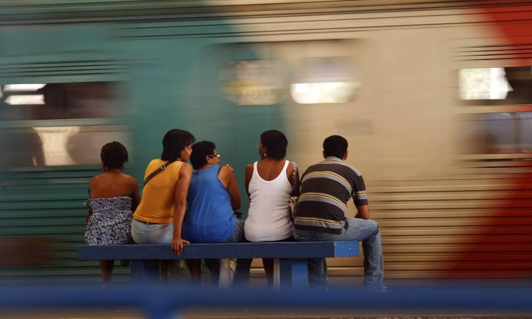 """Trem da Central / """"PEDRO PEDREIRO"""" - Pedro pedreiro penseiro esperando o trem / Manhã parece, carece de esperar também / Para o bem de quem tem bem de quem não tem vintém Foto: Custódio Coimbra / Agência O Globo"""