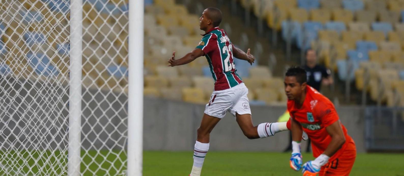 João Pedro corre para comemorar um dos gols do Fluminense Foto: MARCELO REGUA