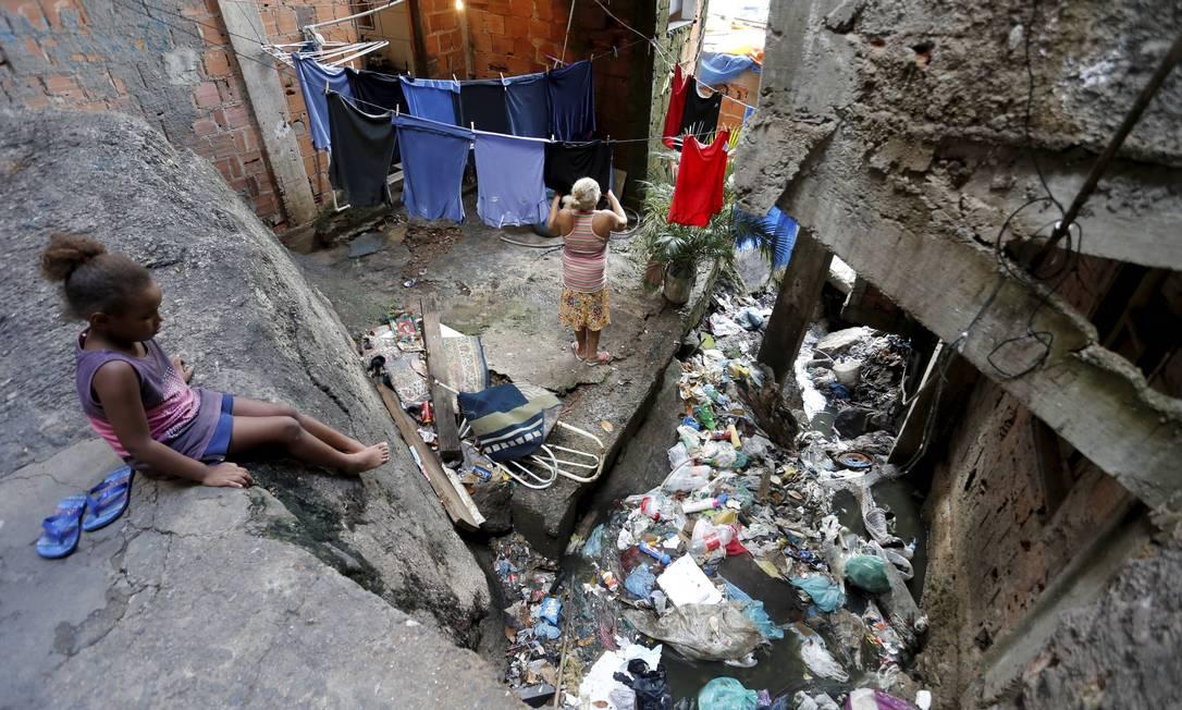 RI Rio de Janeiro (RJ) 20/03/2019 - Favela da Rocinha receberá obras do PAC de saneamento básico. Centenas de gatos de água e esgoto a céu aberto. Foto Domingos Peixoto / Agência O Globo Foto: Domingos Peixoto / Agência O Globo