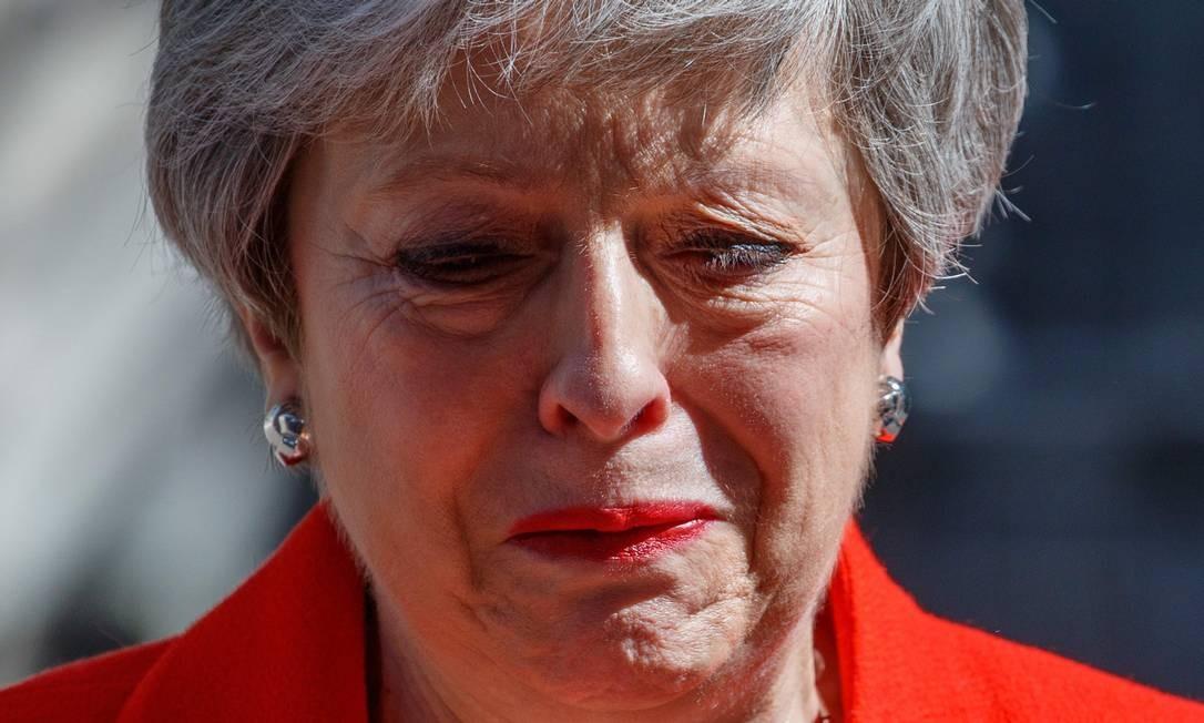 Primeira-ministra britânica, Theresa May, chora ao anunciar sua renúncia nesta sexta-feira (24), em Londres Foto: TOLGA AKMEN / AFP