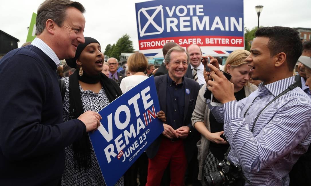 Este resultado levou o então primeiro-ministro conservador, David Cameron, que havia convocado a consulta e liderou a campanha por permanecer na UE, a se demitir Foto: GEOFF CADDICK / AFP