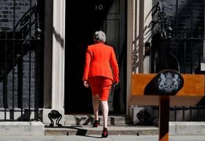 Theresa May retorna à residência oficial após renunciar Foto: TOLGA AKMEN / AFP