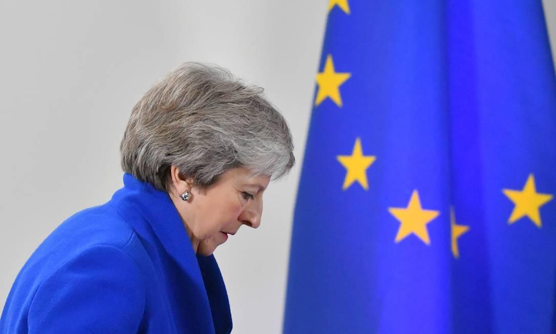 A primeira-ministra britânica Theresa May chega para uma conferência de imprensa após reunião especial do Conselho Europeu para aprovar o projecto de acordo de retirada Brexit e aprovar o projecto de declaração política sobre as futuras relações UE-Reino Unido, novembro de 2018 em Bruxelas Foto: EMMANUEL DUNAND / AFP