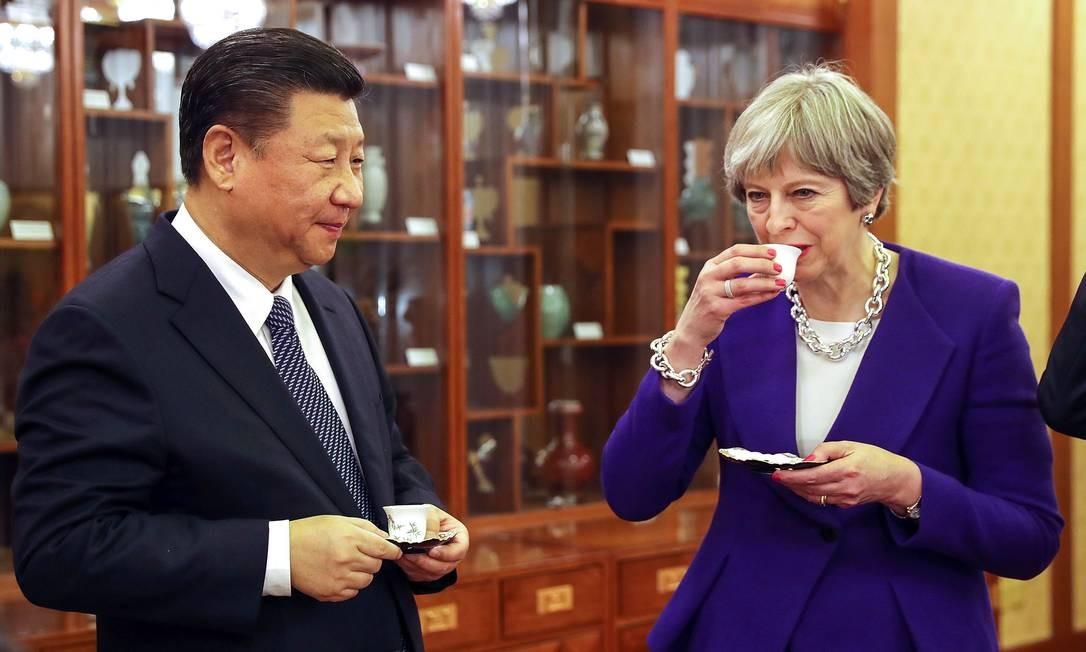 Theresa May e Xi Jinping, presidente da China, durante uma cerimônia na Casa de Hóspedes de Diaoyutai em Pequim, China, 1º de fevereiro de 2018 Foto: Dan Kitwood / Bloomberg