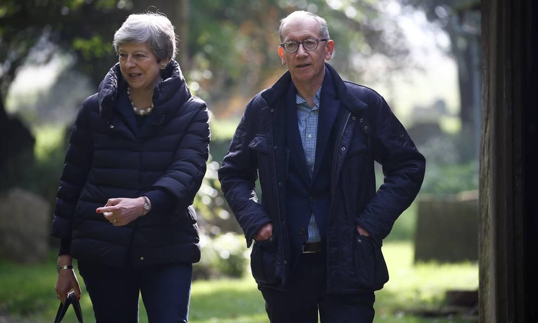 Theresa May e seu marido Philip May deixam a igreja perto de High Wycombe, na Grã-Bretanha, em maio de 2019 Foto: HENRY NICHOLLS / REUTERS