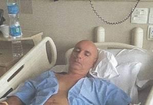O ex-assessor de Flávio Bolsonaro, Fabrício Queiroz, durante internação no Hospital Alberta Einstein Foto: Reprodução