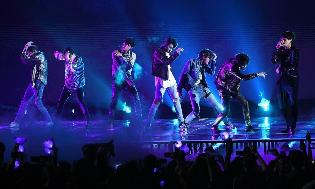 A banda de K-Pop BTS durante apresentação no Billboard Music Awards, em 2018 Foto: Bloomberg