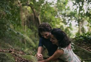 Carol Duarte e Julia Stockler em cena de 'A vida invisível' Foto: Divulgação/Bruno Machado