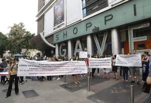 Moradores da Gávea fazem protesto contra a abertura da alça de acesso do Túnel Acústico ao bairro, em frente ao shopping da Gávea Foto: Gabriel Paiva / Gabriel Paiva