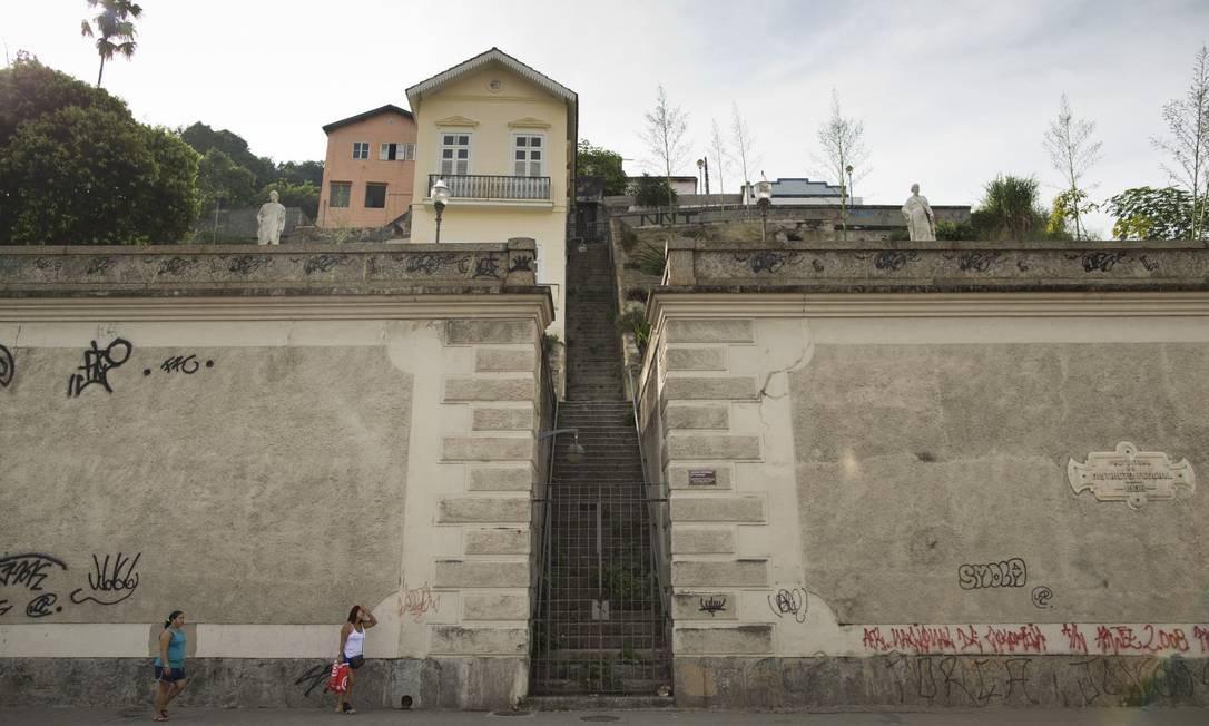 O Jardim Suspenso do Valongo, na Rua Camerino Foto: Márcia Foletto / Agência O Globo