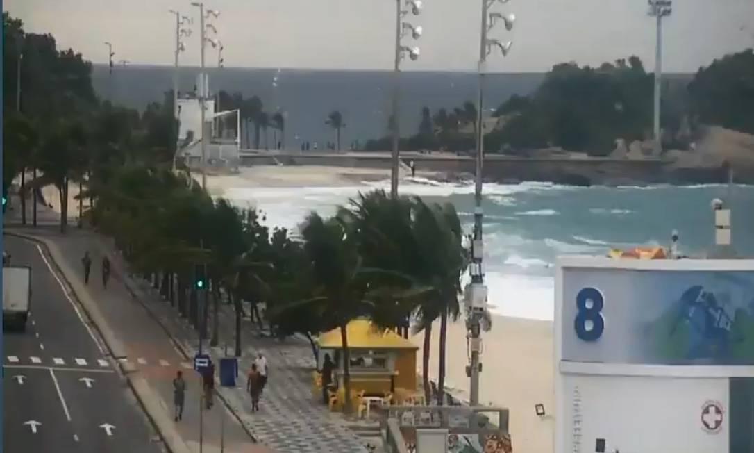 Ventania atingiu o posto 8, na avenida Vieira Souto Foto: COR