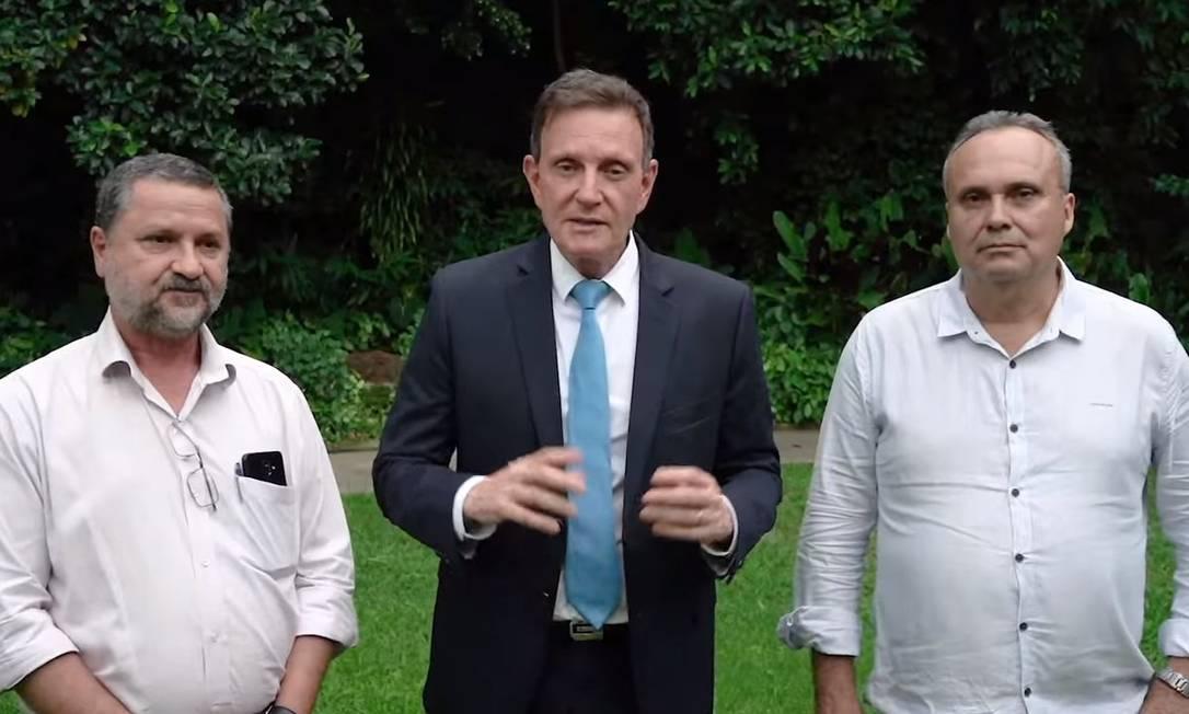 Secretário Sebastião Bruno, Crivella e engenheiro da Geo-Rio em vídeo publicado neste sábado Foto: Reprodução