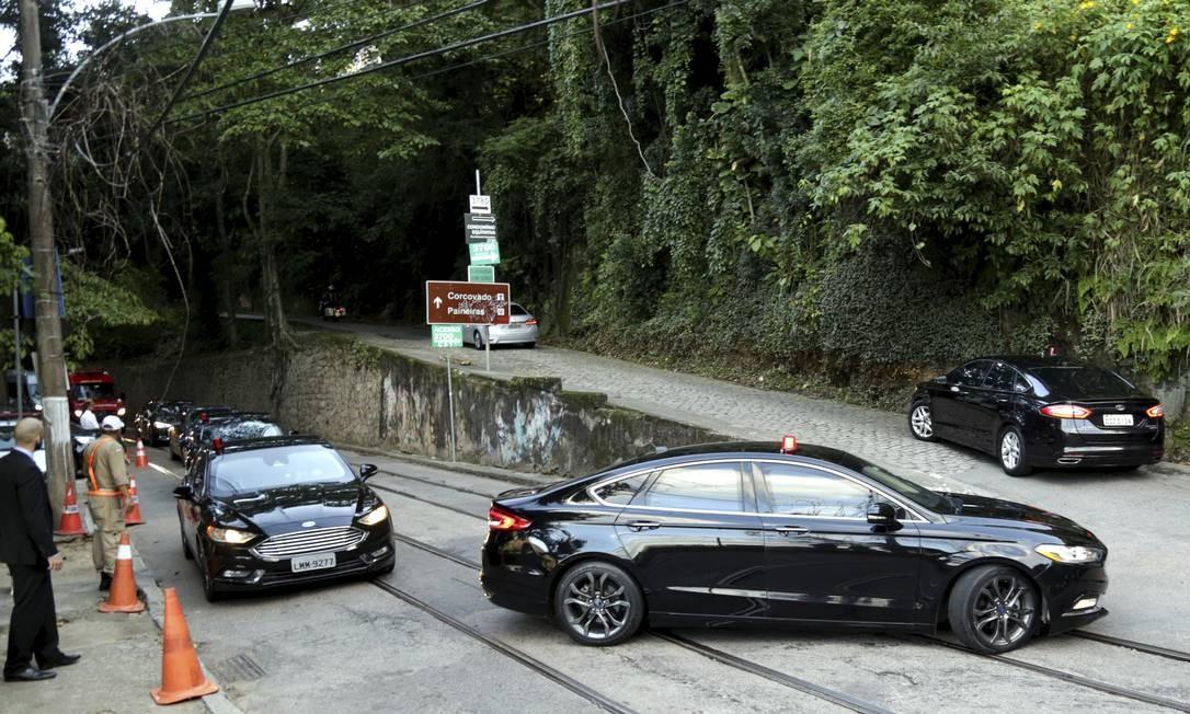 Bolsonaro chegou em comitiva ao casamento de filho Foto: Gabriel de Paiva / Agência O Globo