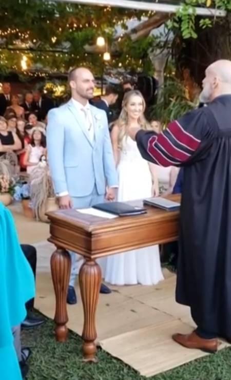 Eduardo e Heloísa durante cerimônia de casamento Foto: Reprodução / Agência O Globo