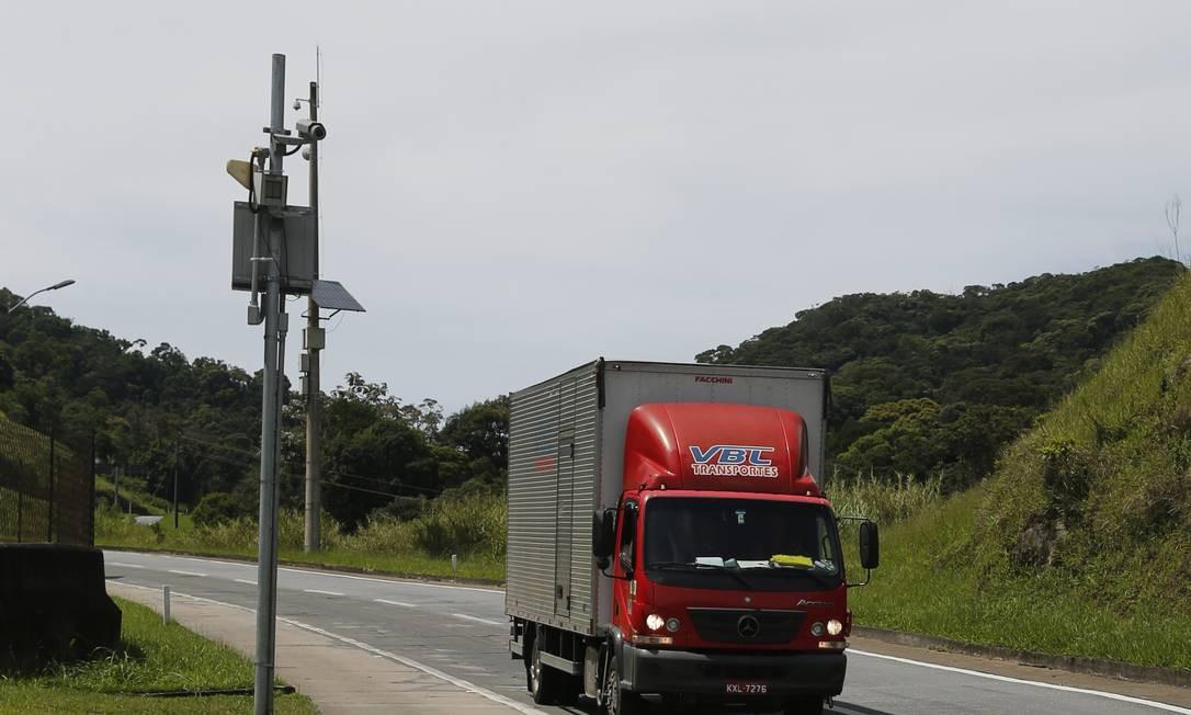 Em abril, Bolsonaro anunciou a determinação ao DNIT para cancelar a instalação de radares Foto: Antonio Scorza / Agência O Globo