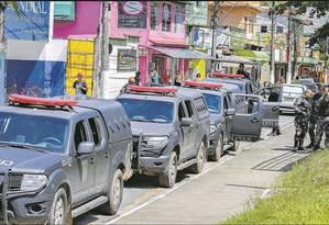 Polícia faz operação em Angra dos Reis Foto: Agência O Globo