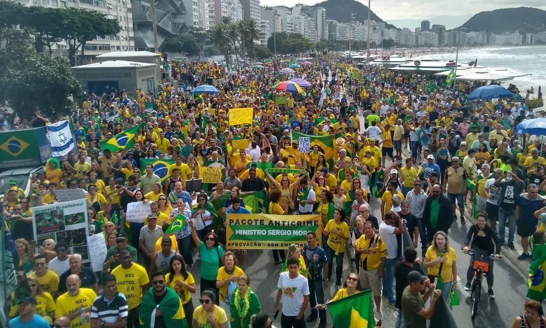 Ato pró-governo em Copacabana defende pautas como reforma da Previdência e tem críticas a políticos e ao STF Foto: Agência O Globo