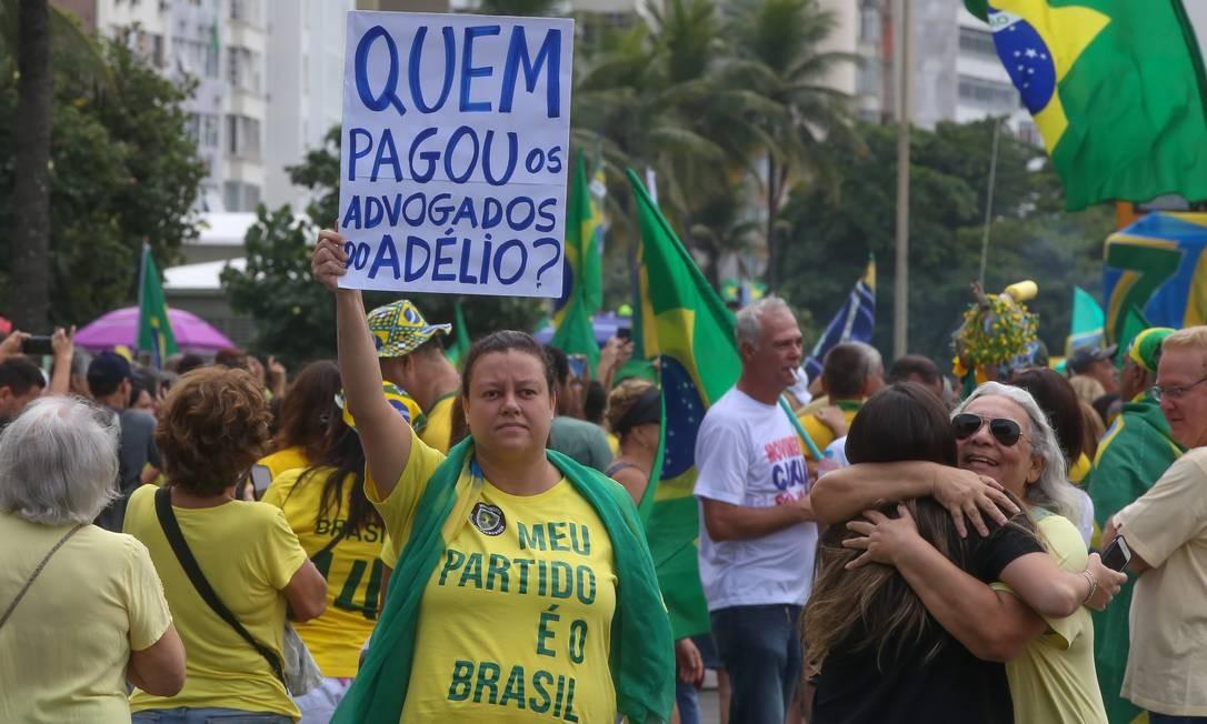 Ato realizado na mesnhã deste domingo em Copacabana tem como objetivo mostrar apoio à aprovação de projetos do governo Bolsonaro, como a reforma da Previdência, a MP 870 — reorganização da estrutura dos ministérios — e o pacote do ministro da Justiça, Sergio Moro Foto: Marcelo Regua / Agência O Globo