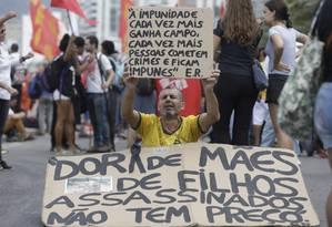 Manifestação ocupa orla de Ipanema neste domingo Foto: Custódio Coimbra / Agência O Globo