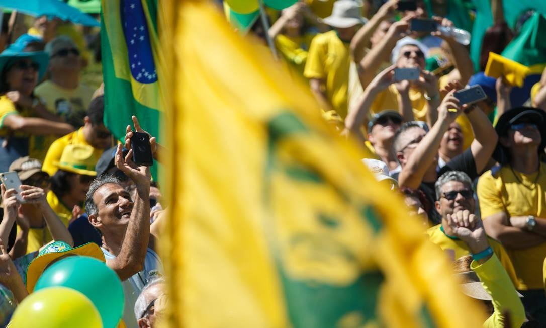"""Em Brasília, manifestantes se reúniram em frente ao Congresso Nacional. Os parlamentares foram alvo de parte das críticas, sendo associados ao que os presentes nos atos chamaram de """"velha política"""" Foto: Daniel Marenco / Agência O Globo"""