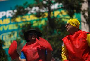 Manifestantes se vestiram de lagosta para protestar contra o STF Foto: Daniel Marenco / Agência O Globo